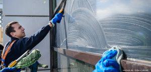 Unsere Fensterreiniger bei der Arbeit
