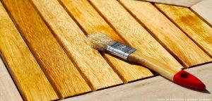 Gartenmoebel aus Holz pflegen