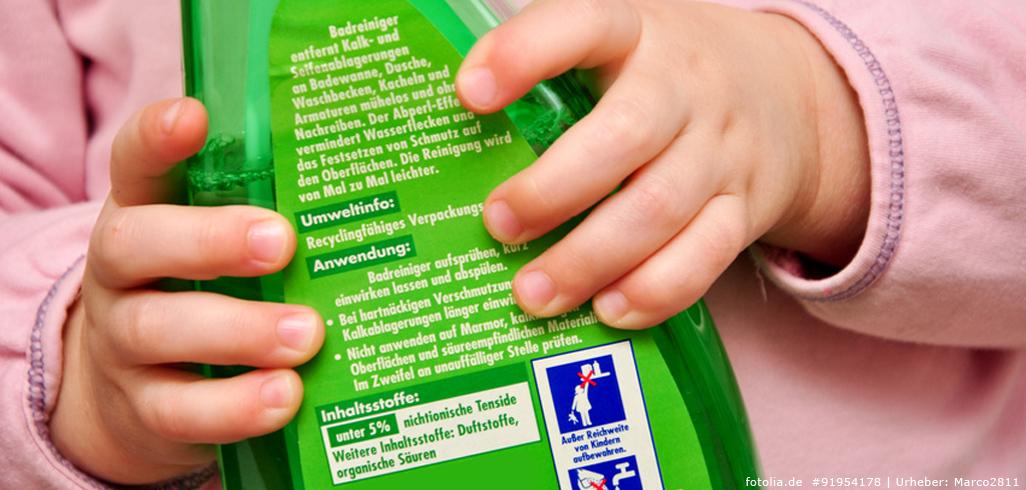 Reinigungsmittel vor Kindern sichern!
