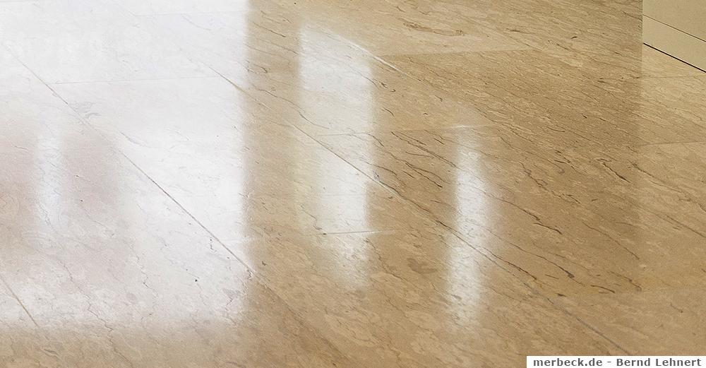 Fliesenboden reinigen
